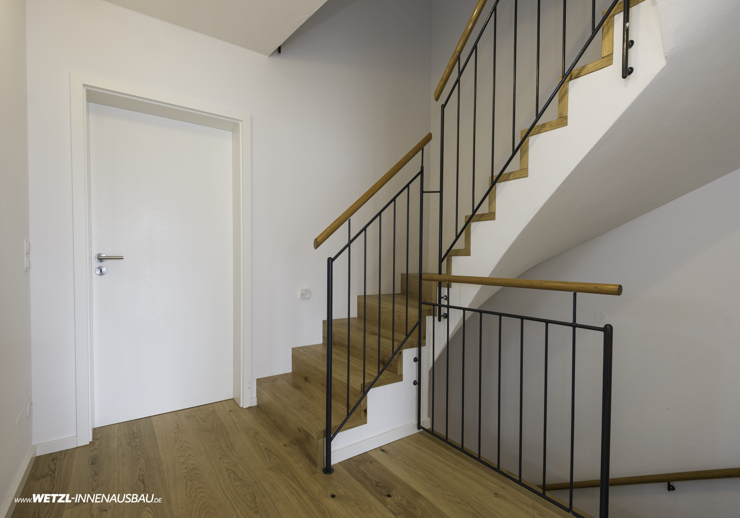 https://wetzl-innenausbau.de/wp-content/uploads/2020/07/wetzl-innenausbau-muenchen-treppenhaus-erneuert-3-scaled.jpg