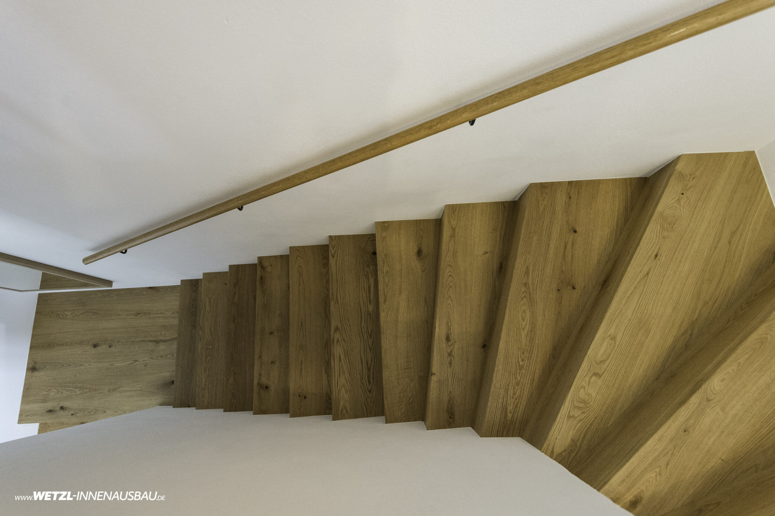 https://wetzl-innenausbau.de/wp-content/uploads/2020/07/wetzl-innenausbau-muenchen-treppenhaus-erneuert-6-scaled.jpg